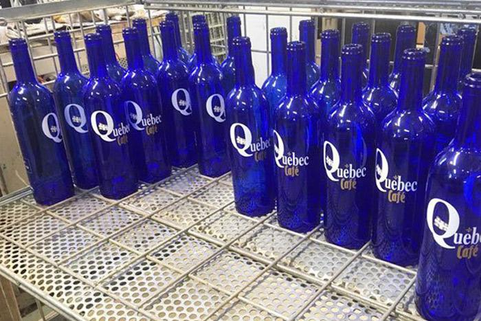 bouteilles d'eau sérigraphiées à bordeaux